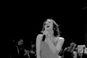 Lola Bou singing